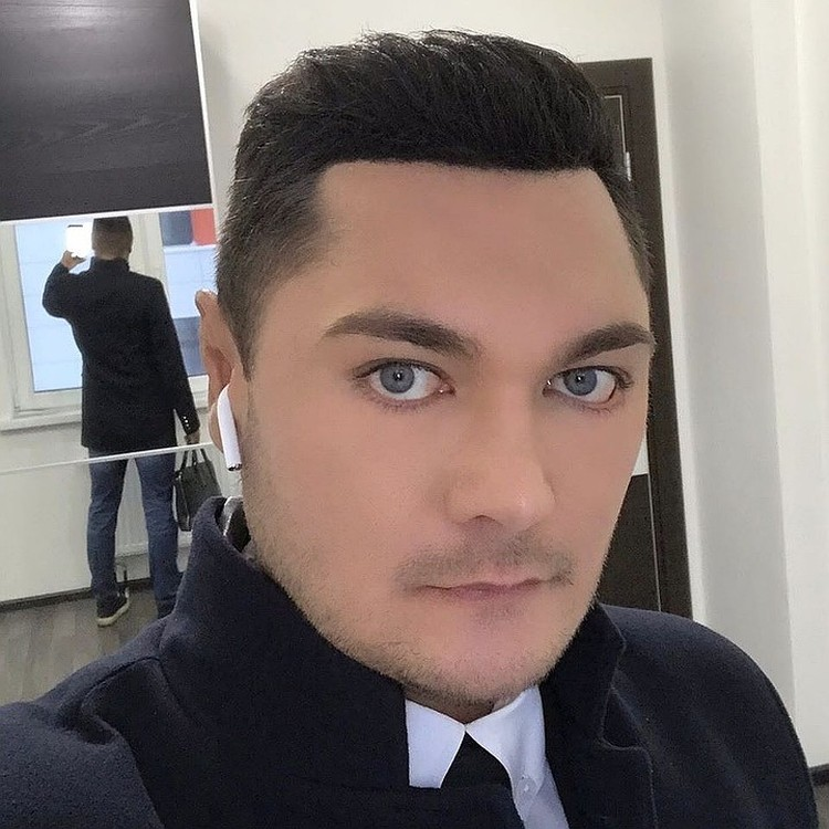 На сайтах интимных знакомств 33-летний Максим Гареев был своим человеком.