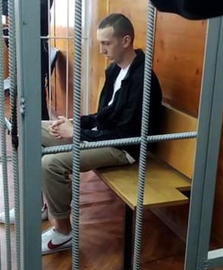 На кроссовках Васильева нет шнурков - обычные правила предосторожности в ИВС