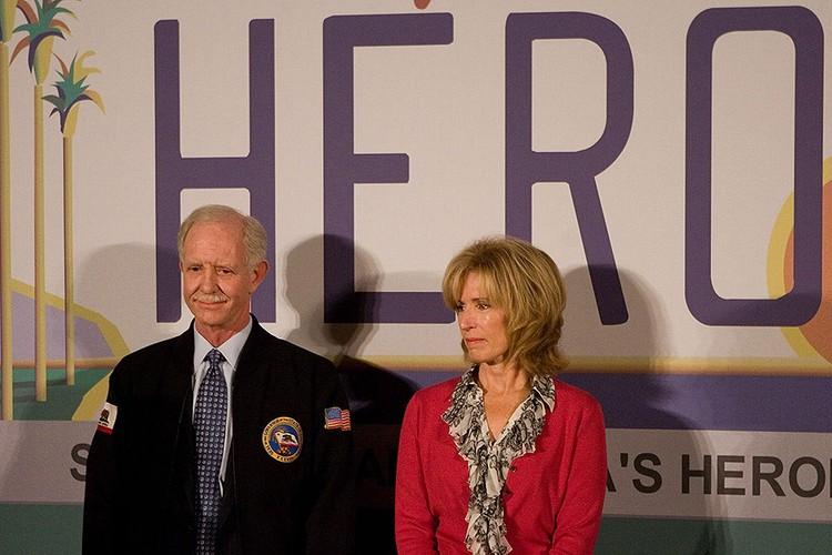 Чесли Салленбергер стал национальным героем США после того, как сумел виртуозно посадить аварийный лайнер на воду реки Гудзон.