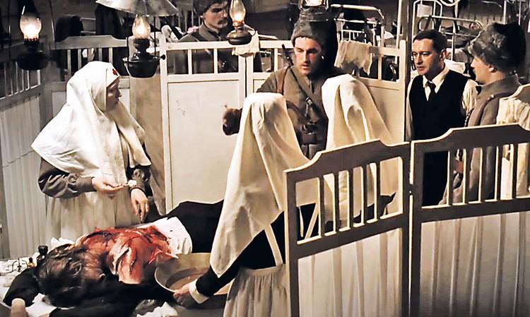 В «Белой гвардии» с Хабенским обнальщик играет петлюровца... Фото: Кадр из фильма