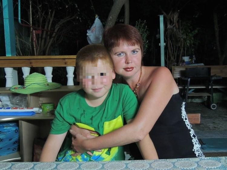 Детство Тимура было вполне солнечным, мама возила его на море