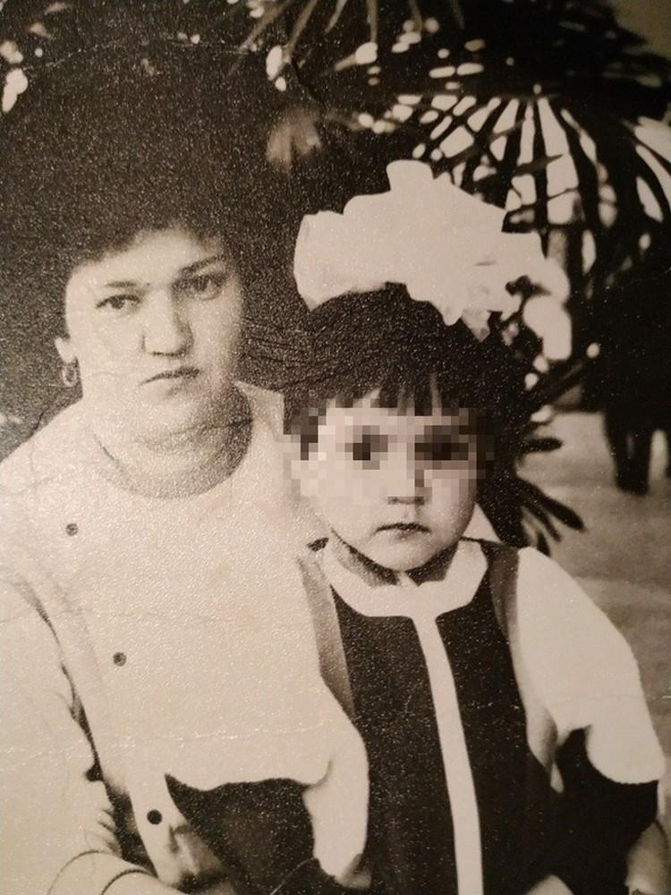 Теперь мама видит дочку только на фотографии. . Фото: семейный архив.