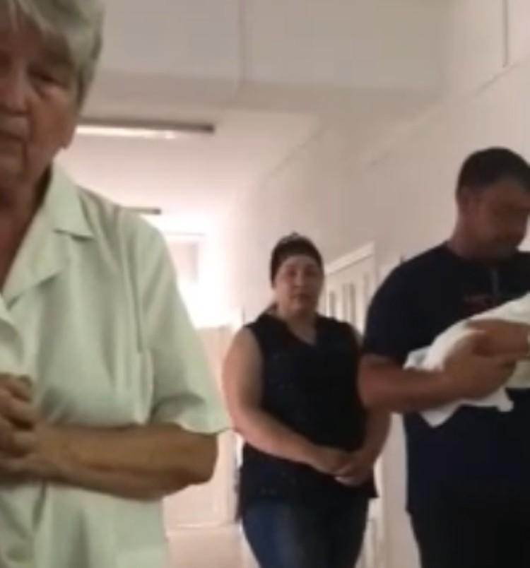 Муж Дианы внимательно слушал врача, но сам так ничего ей и не сказал. Фото: стоп-кадр видео