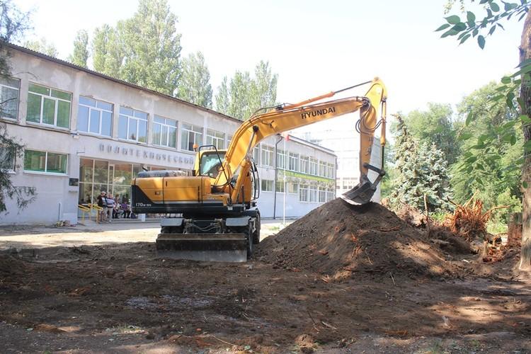 Сейчас проводится выемка грунта на обозначенной территории. Фото: Facebook Сергея Бороздина