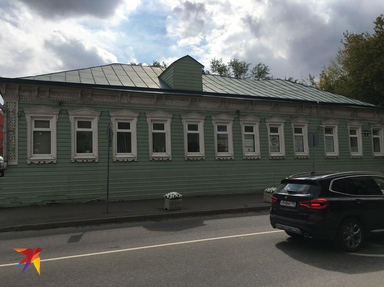 В большинстве источников написано, что здание принадлежало купцу Кудряшову, владельцу «Шерсти - Сукна». По другим данным, первым хозяином дома был другой купец - Федот Марков.
