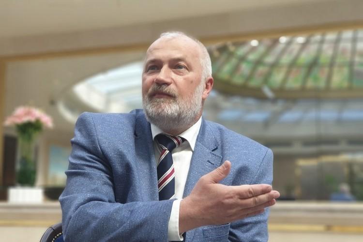 Михаил Амосов - корифей ленинградской и петербургской политики. Однако, отмечают политологи, его выступлениям недостает конкретики.