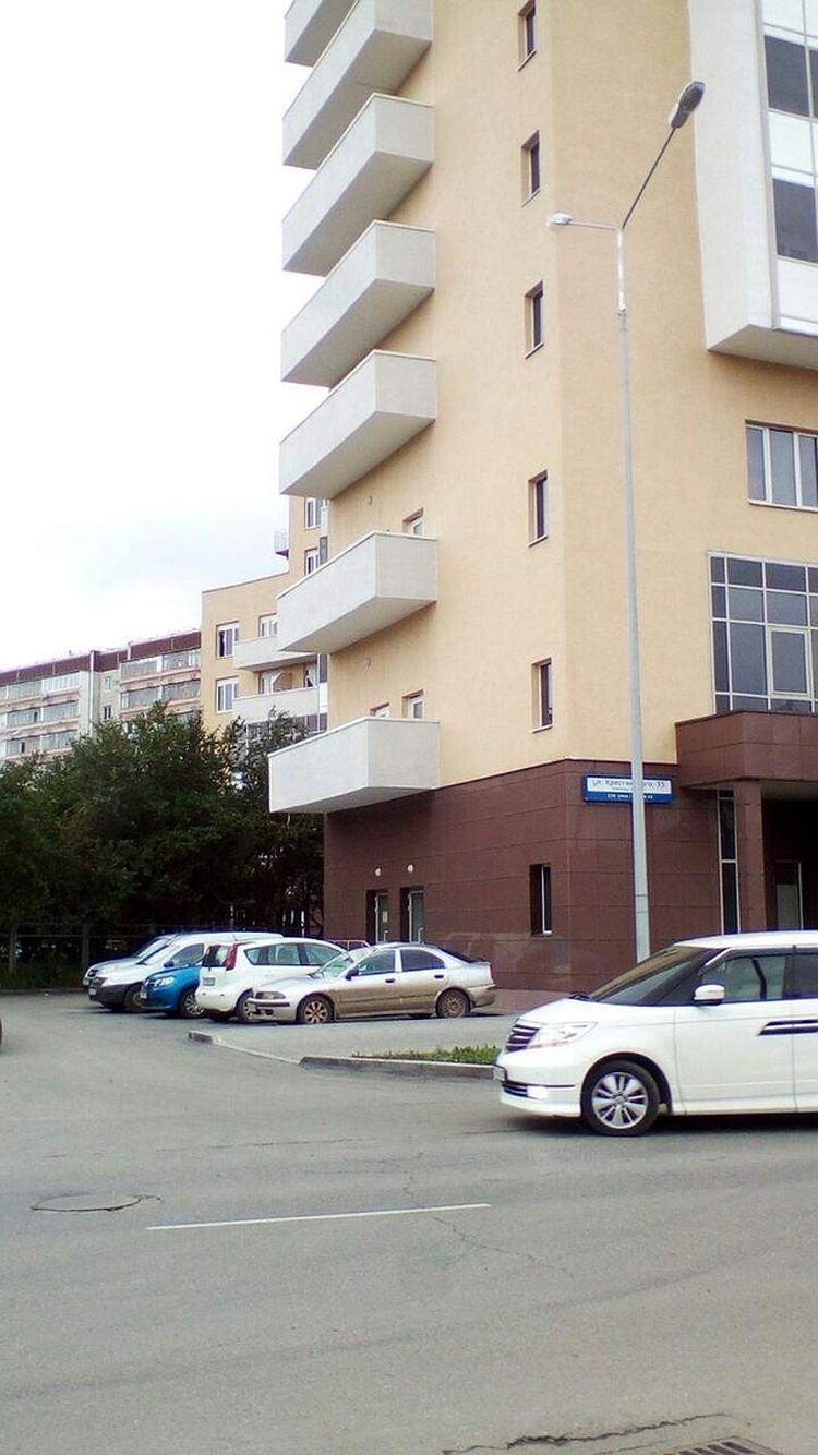 Девушка выпала с общего балкона на автомобиль Фото: Cан Саныч/https://vk.com/incekb