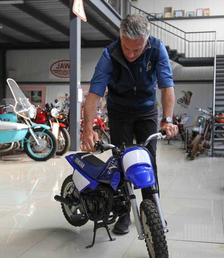Изучил местные байки (сам Хантсман любит покататься на мотоцикле)... Посольство США в Москве