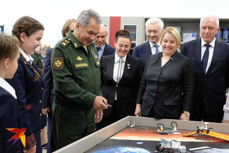 Министр обороны открыл филиал Пансиона воспитанниц Минобороны в северной столице