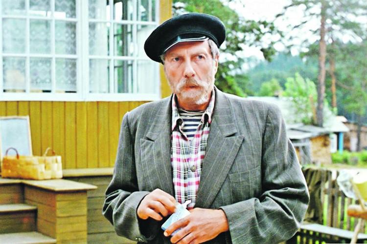 Незабываемого дядю Митю в картине сыграл блестящий Сергей Юрский. На момент выхода фильма ему было 48 лет.