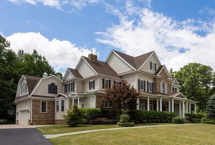 Дом где сейчас могут находиться Олег Смоленков и его семья в городе Стаффорд (штат Виргиния)