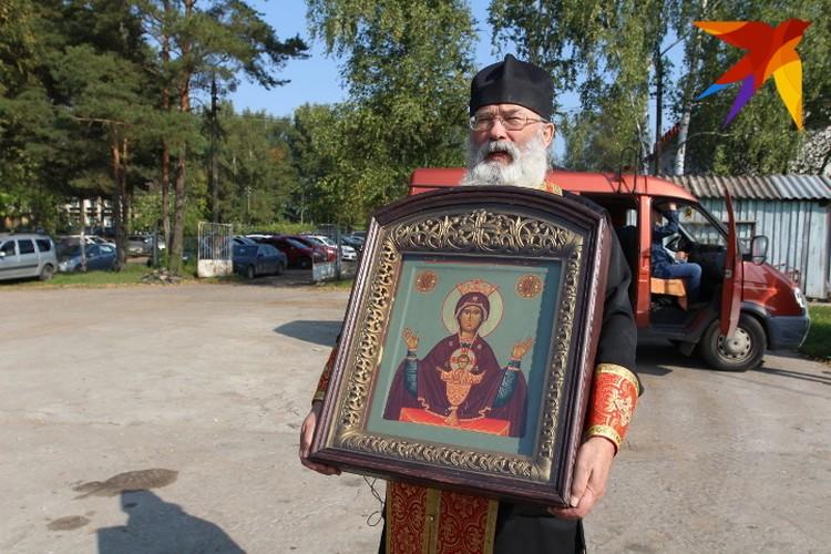 Отец Александр Горячев - Эта икона принимала участие во всех крестных лётах