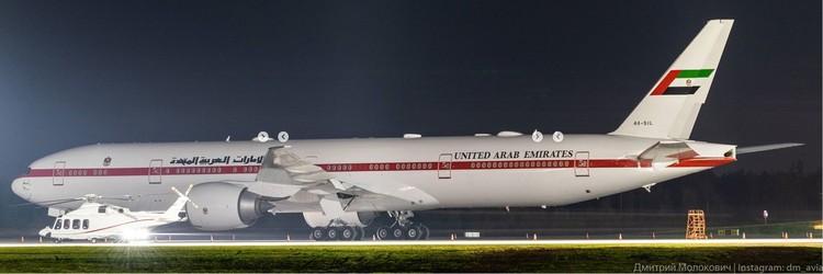 На этом Boeing 777 авиакомпании Presidential Flight прилетел в Минск Мухаммед бен Заид аль-Нахайяна. VIP-вертолет уже ждет его. Фото: Дмитрий МОЛОКОВИЧ.