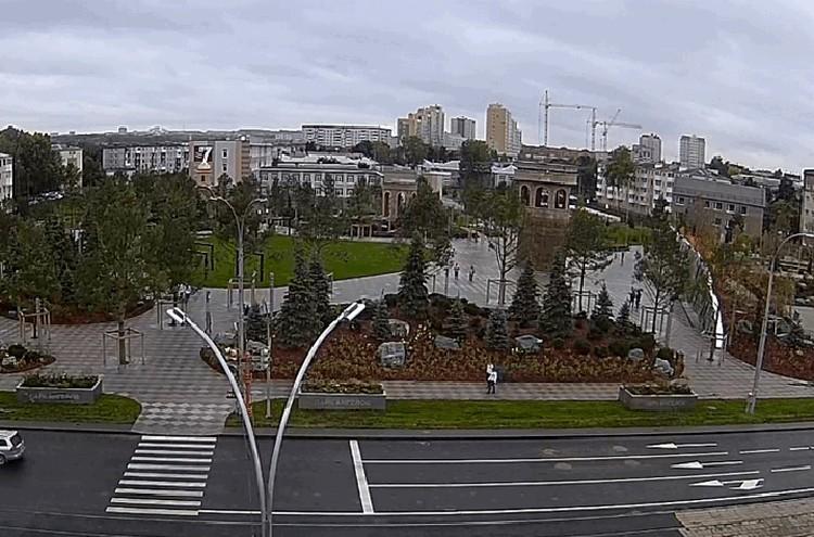 Сквер ангелов. ФОТО: кадр видео с камер наблюдения