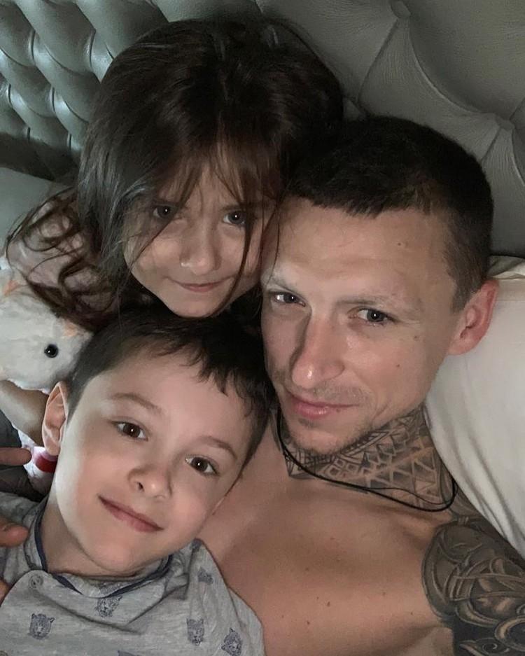 Трогательный снимок с детьми очаровал поклонников футболиста. Фото: instagram.com/alana_mamaeva