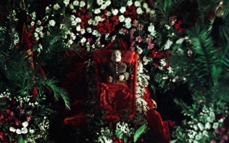 Вне конкурса демонстрируются свежайшие «Государственные похороны» Сергея Лозницы