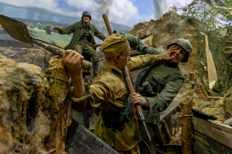 Рукопашный бой в окопах на Лужском рубеже в августе 1941 года