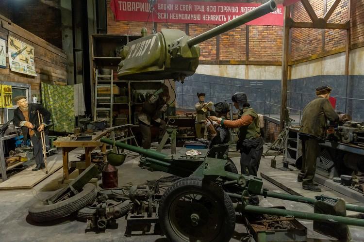 Рабочи в цеху Тульского завода осень 1941 года.