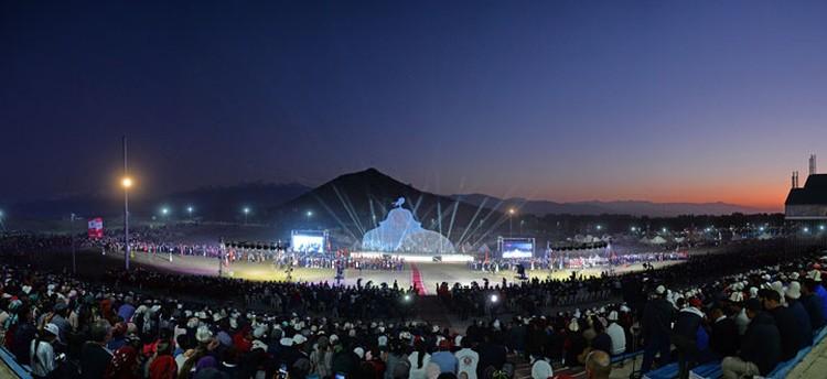 Посмотреть на закрытие национальных игр собрались тысячи человек.