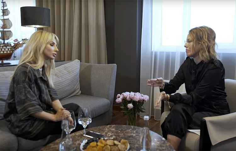 Ксения Собчак записала интервью с модной певицей