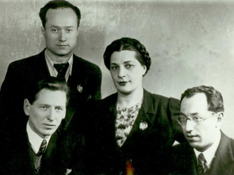 Гербек (во втором ряду) и Сахновская. Фото: Государственный музей обороны и блокады Ленинграда