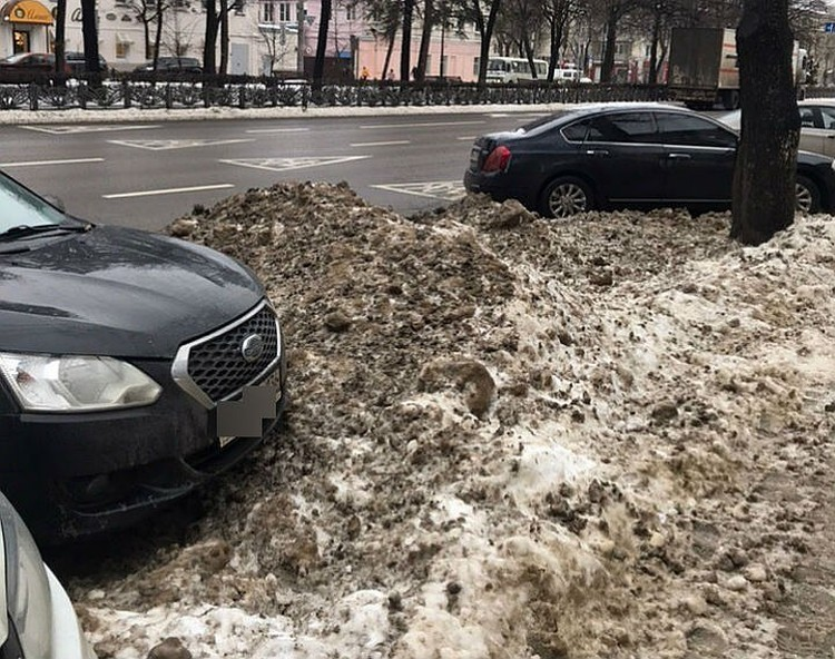 Так выглядели зимой многие места для парковки.
