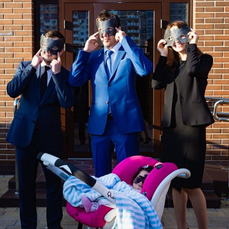 """От """"маски"""" супер-героя Луну все же лучше избавить, считают родители. Фото: luna.love.hope"""