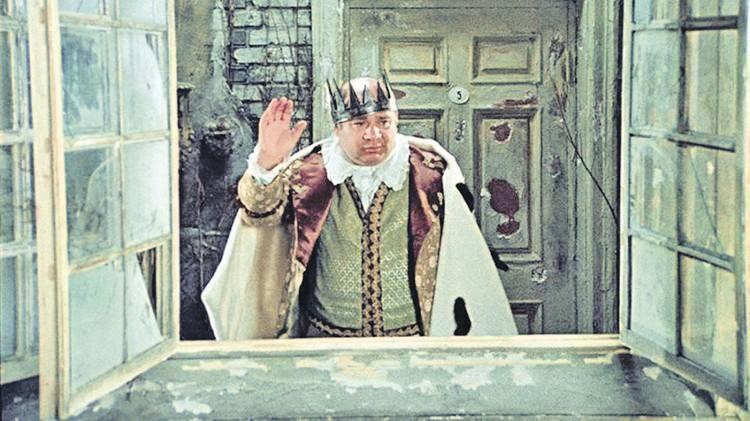 Этот жест был хорошо знаком советским зрителям. Фото: Кадр из фильма