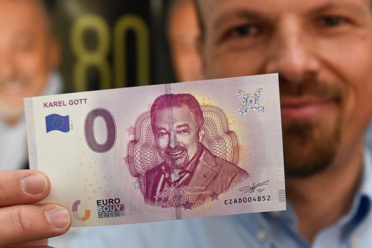 Летом 2019 года к юбилею певца выпустили ограниченным тиражом купюру с его портретом. Банкноты за несколько дней разлетелись по коллекциям.