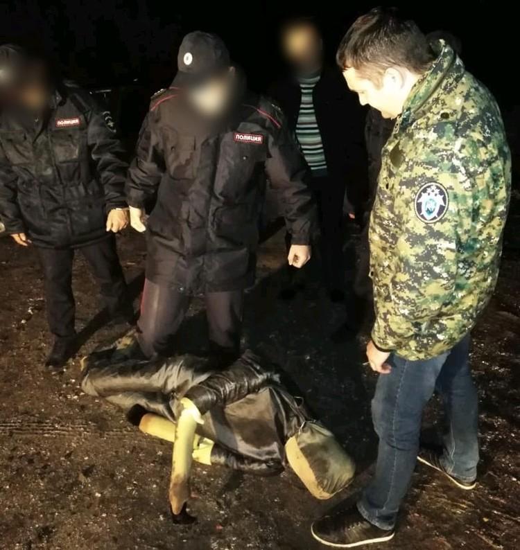 На следственном эксперименте обвиняемые были в полицейской форме. Фото СУ СКР по Саратовской области