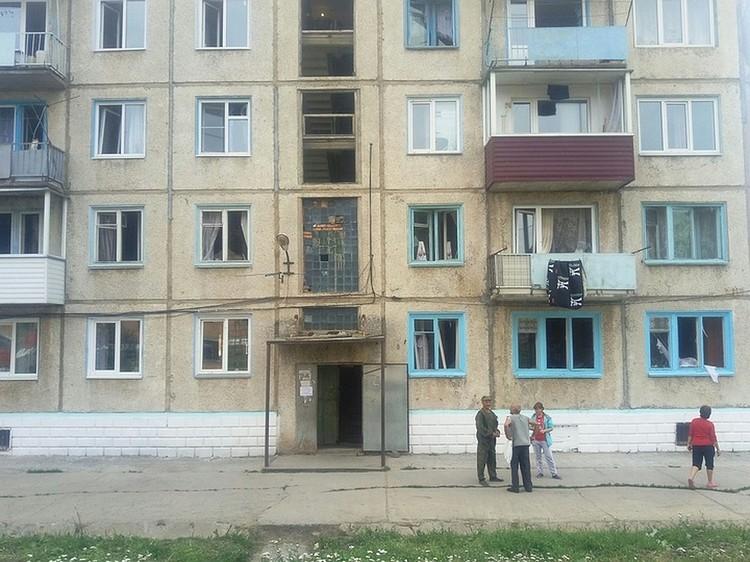 Люди эвакуировались, а он лез в их квартиры.