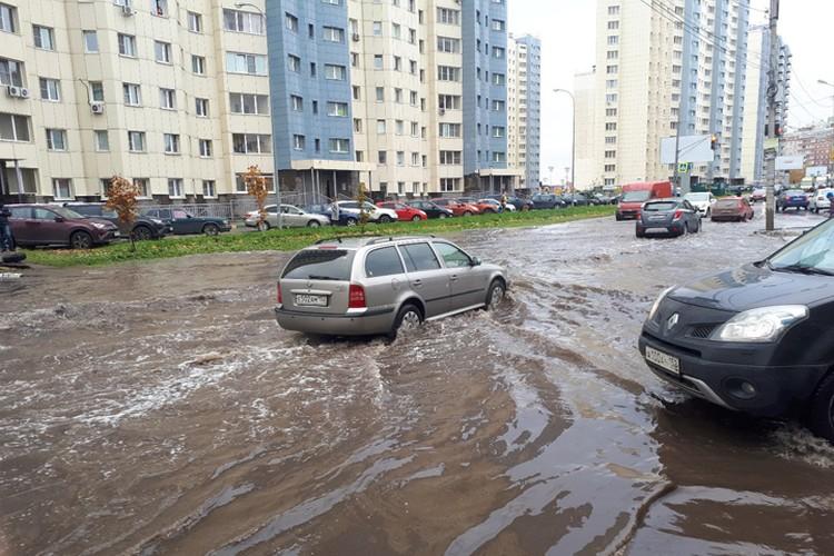Лужа на улице Богдановича