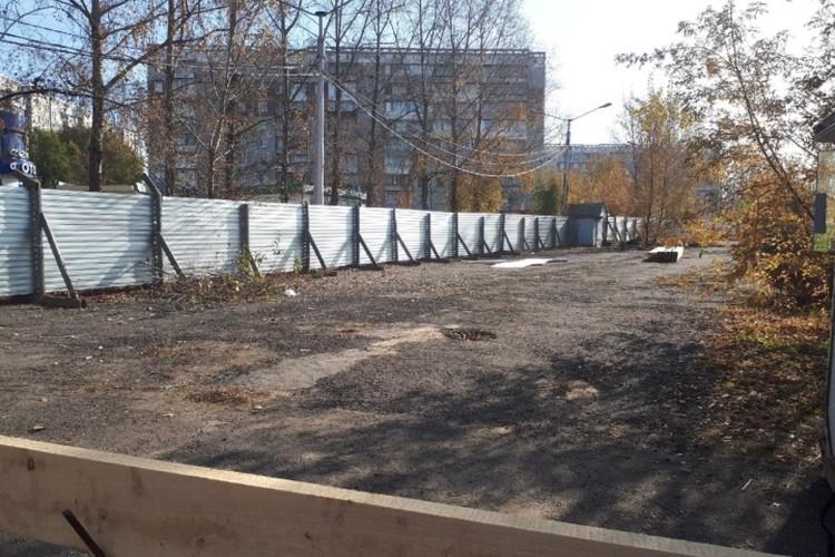 работы на стройплощадке уже начинаются. ФОТО: Ирина Сергеева.