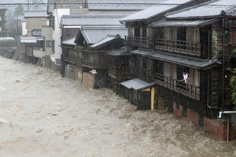 Тайфун Хагибис - самый мощный за всю историю метеонаблюдений