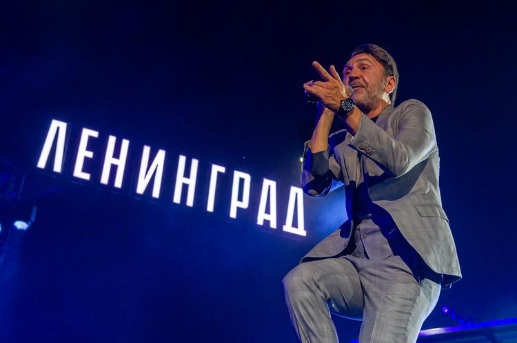 Зрители не ожидали увидеть Сергея Шнурова в костюме.