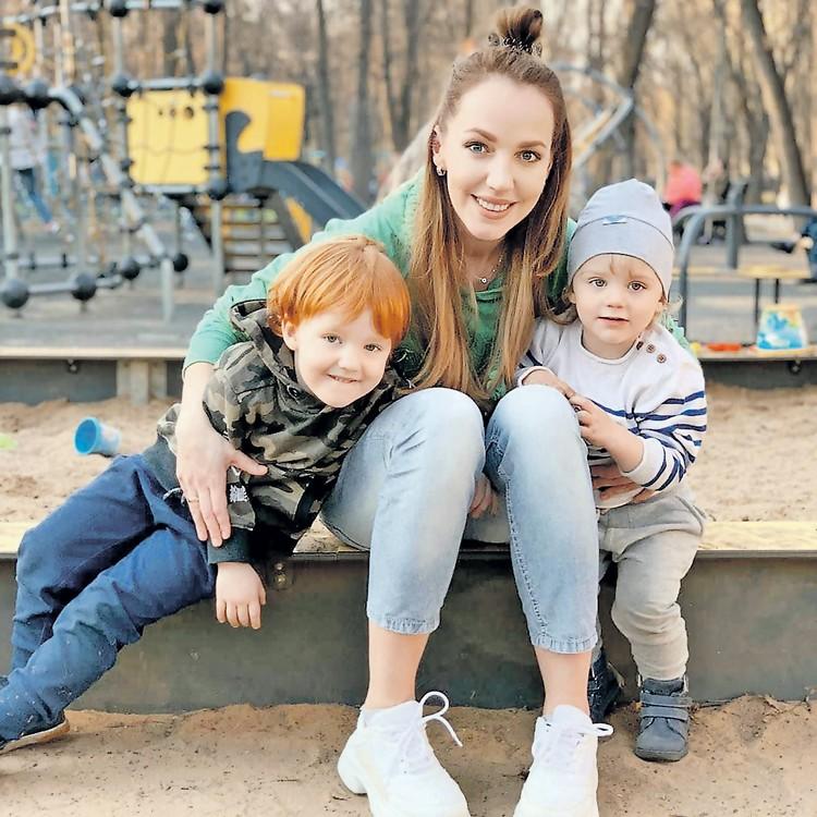 Галина Боб уволила няню, которая кормила сыновей актрисы просроченными продуктами. Фото: instagram.com