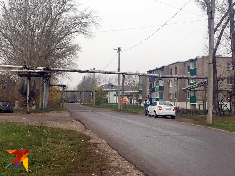 Поселок Строймаш похож на нищий совхоз.