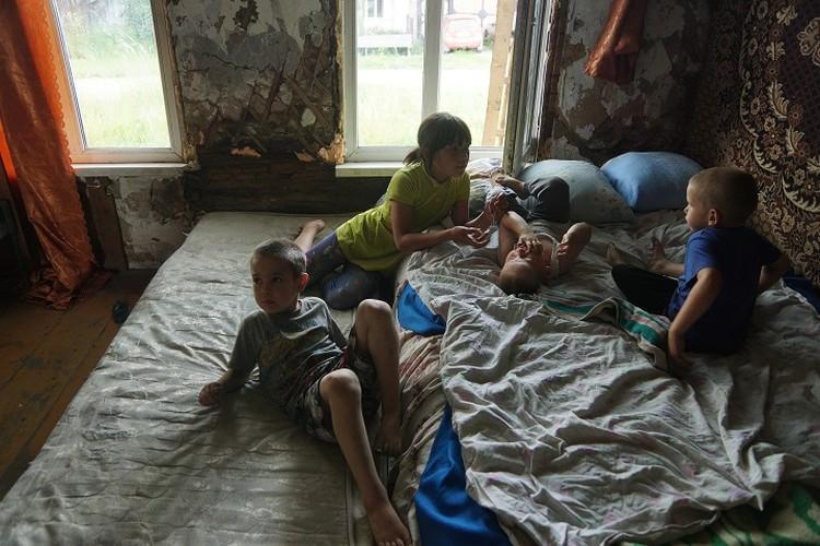 Несколько месяцев семье пришлось жить на пепелище.