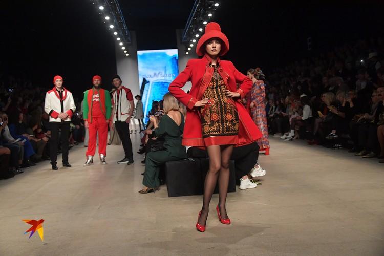 В Советские годы Зайцева называли «Красный Диор». Любовь ко всем оттенкам алого и народному орнаменту на тканях модельер сохранил и по сей день