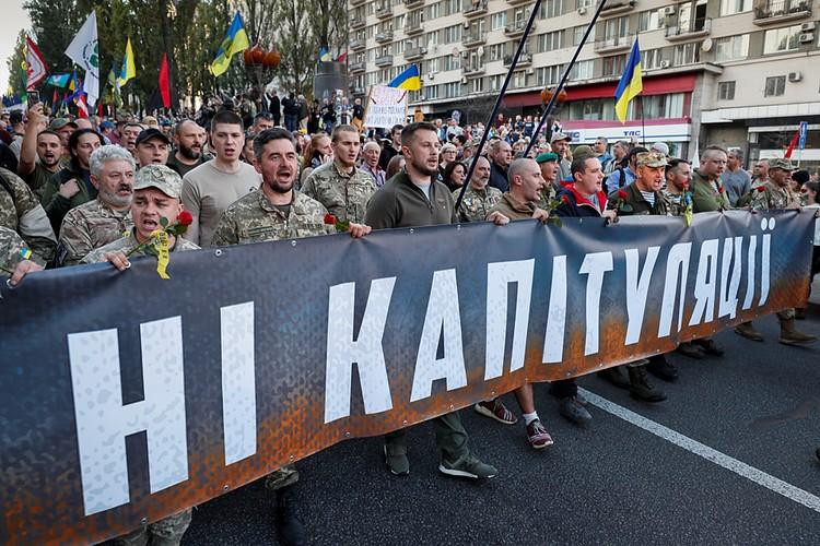 Далеко не все киевляне живут патриотической акцией «Нет капитуляции»