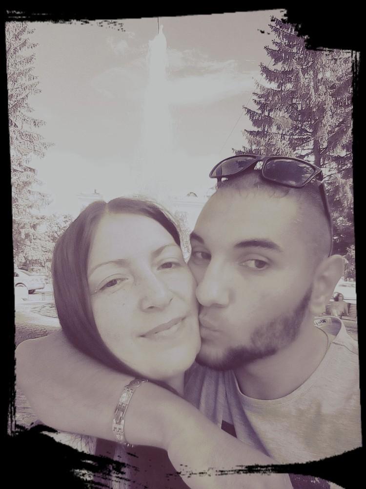 На совместных фото Михаил целует девушку, но подруги говорят, что он ее регулярно бил. Фото: соцсети