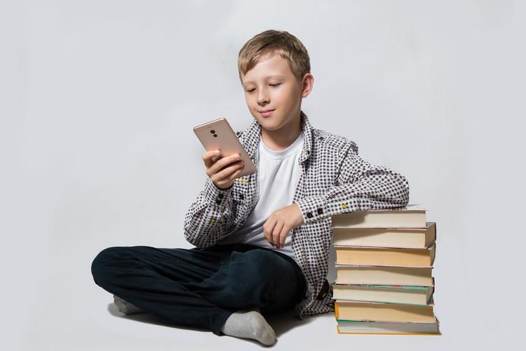 Стоит ли покупать школьнику дорогой смартфон?