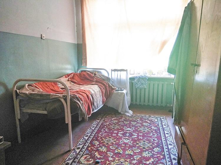 В этой комнате, бывшем классе, живет Юрий Кислухин. Фото: УФСИН России по Кировской области