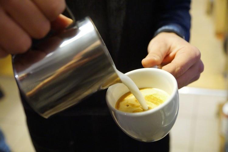 Если вам в кофейне предлагают: «Попробуете кофе на зерне из Эфиопии?», обязательно уточняйте, придется ли за это доплачивать.