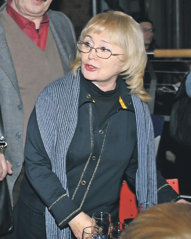 Мать актрисы Валентина Борисовна.