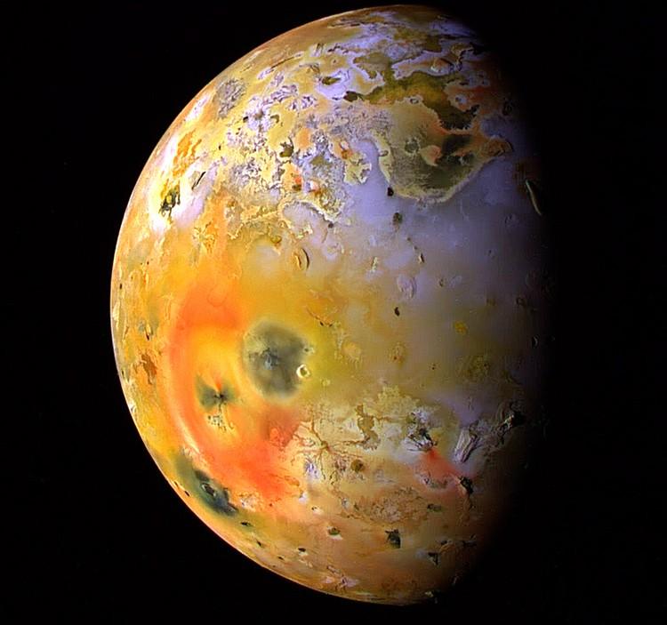 Фотография Ио, спутника планеты Юпитер.