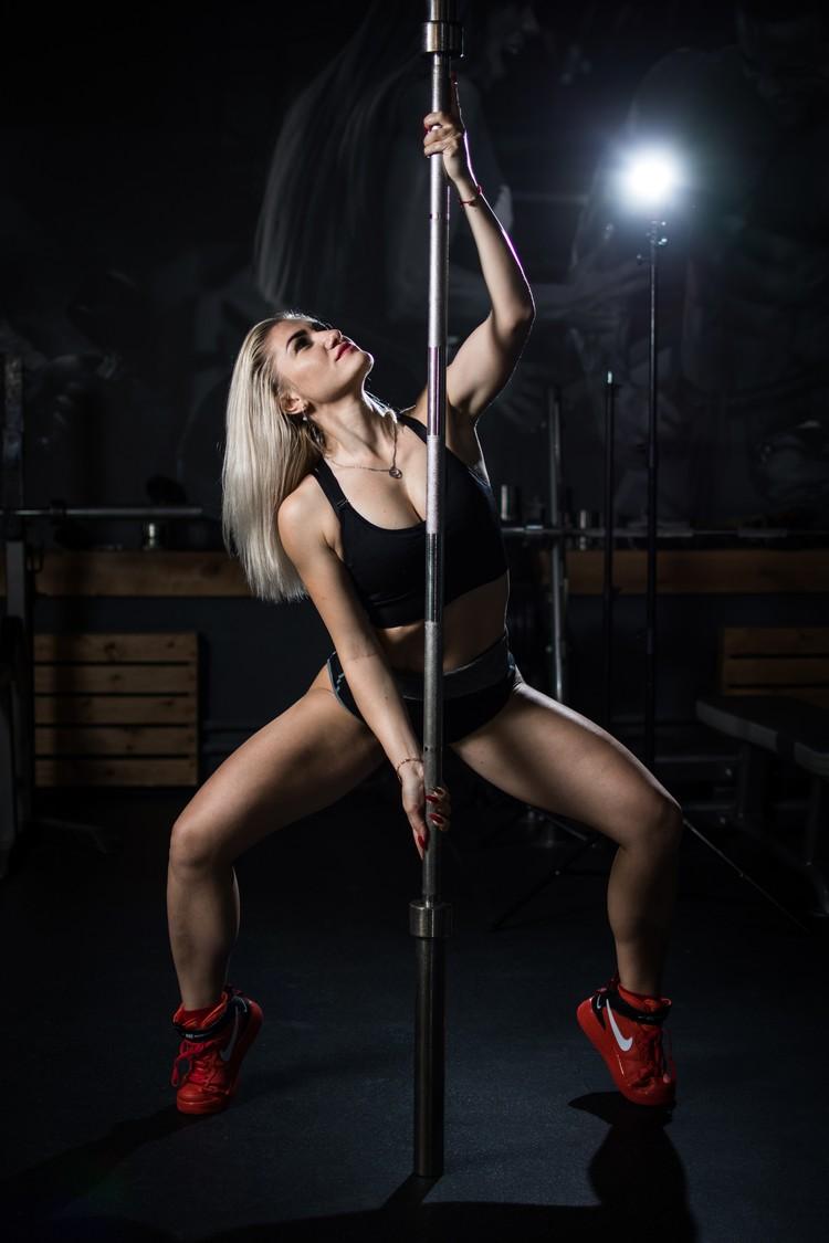 Раньше Кристина танцевала Go-Go в клубе.
