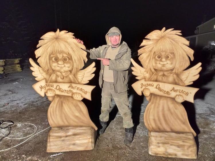 На фото Александр Ивченко со своими скульптурами.