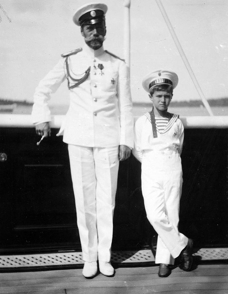 Николай II с царевичем Алексеем Николаевичем