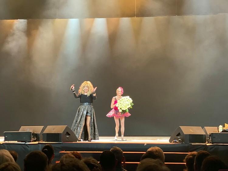 """Анастасия Волочкова села на шпагат под песню """"Счастье на показ"""". Фото: соцсети"""